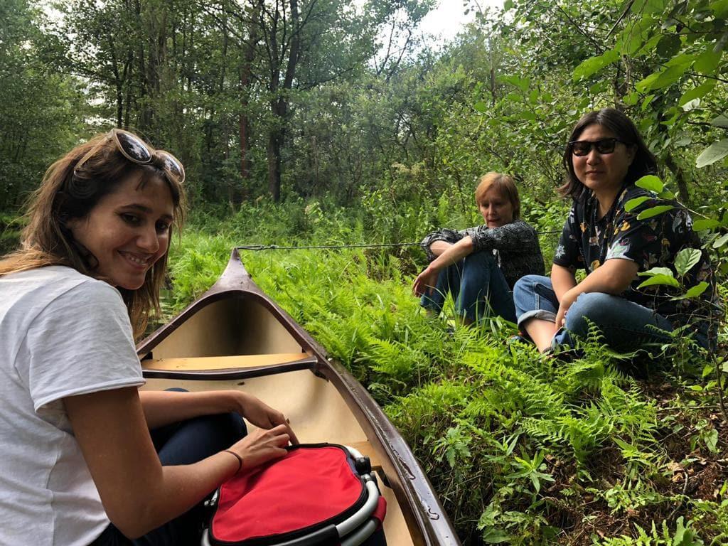 Berlin Film Residencies – BERLIN AiR fellow Nara Normande with NIPKOW fellow Cecilia Kang and Judit Ruster canoeing in the Spreewald