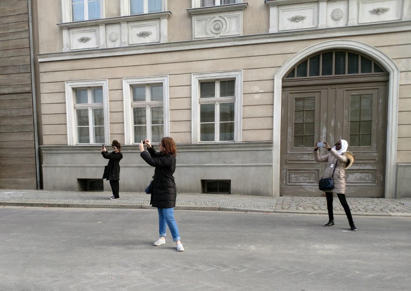 Berlin Film Residencies – 2018 BERLIN AiR fellows Hadar Morag, Laila Abbas and Aicha Macky visiting Studio Babelsberg